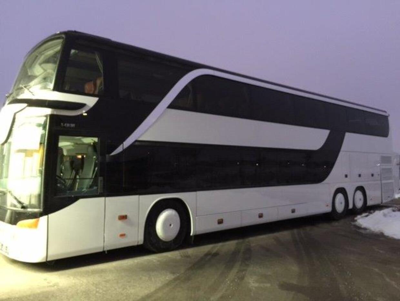 Bus nach der Lackierung